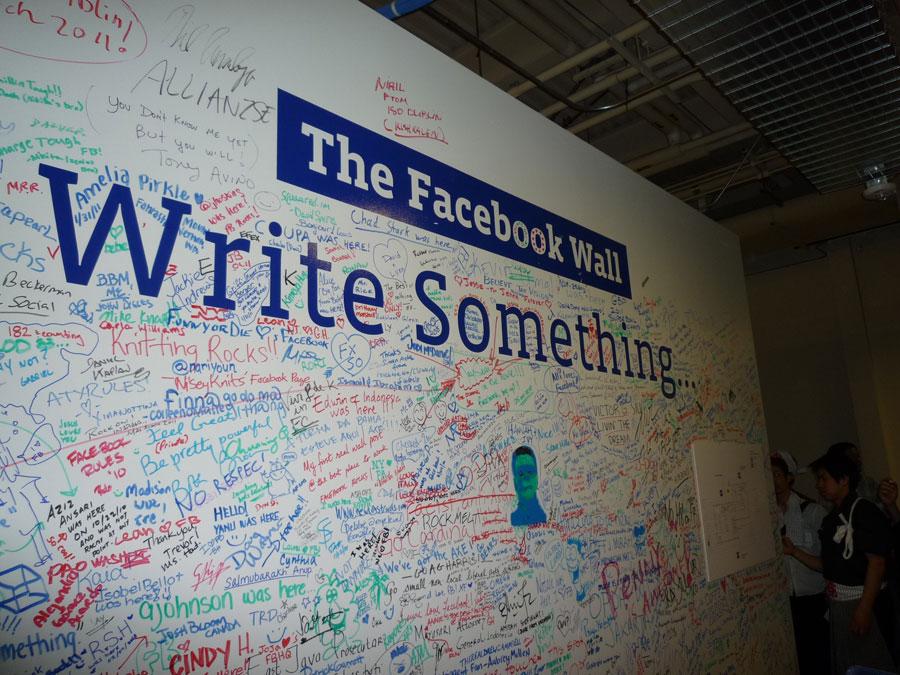 11.フェイスブック 入り口にある落書ウォール